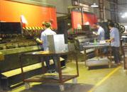不锈钢垃圾桶批量生产数控折弯车间