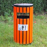国庆景区垃圾桶被垃圾覆盖