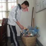 学校每个班级是否应该有垃圾桶?
