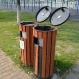 公园户外垃圾桶排成行垃圾还乱扔