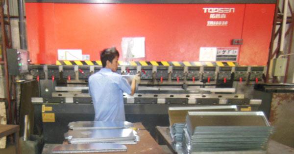 金属垃圾桶生产设备冲床操作注意事项