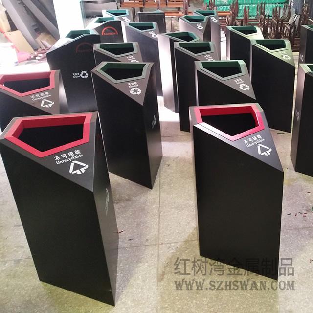 中心城广场钢制分类垃圾桶采购案例