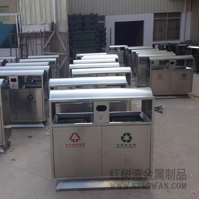 鹤岗市公安局为帮扶村赠送150个环保分类垃圾桶