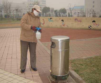 不锈钢垃圾箱消毒
