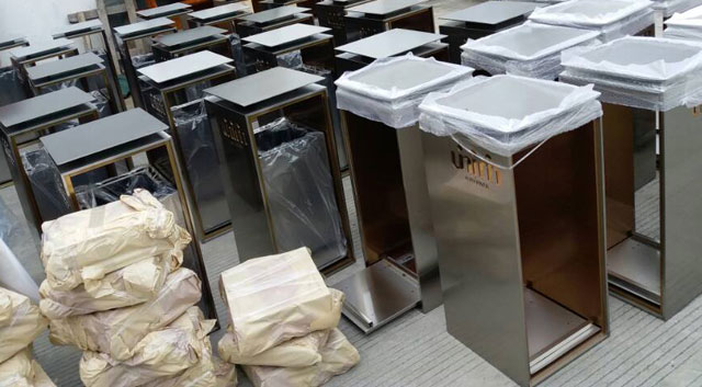 高档室内不锈钢垃圾桶工厂生产图